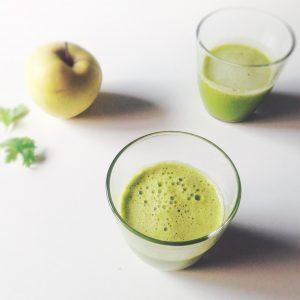 Green smoothie détox pomme citron coriandre